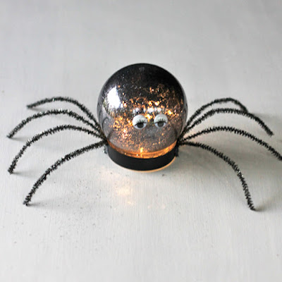 http://www.theshabbycreekcottage.com/2015/09/make-this-spider-luminary-halloween-craft.html