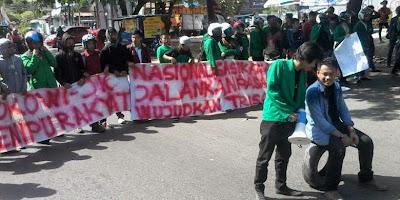 """Revolusi, Revolusi, Jokowi-JK Harus Turun!"""