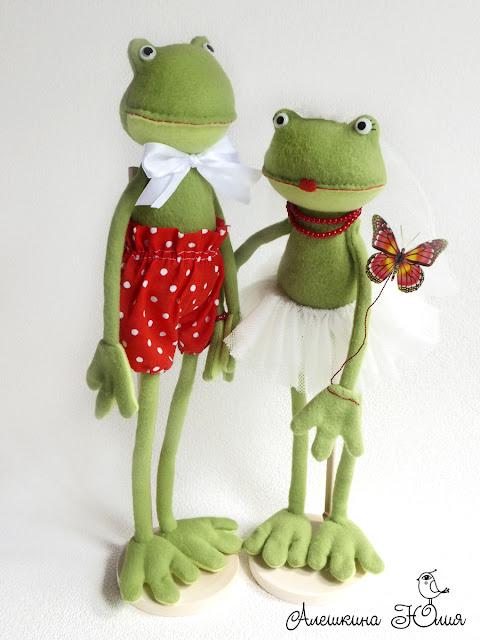 Лягушки свадебная пара