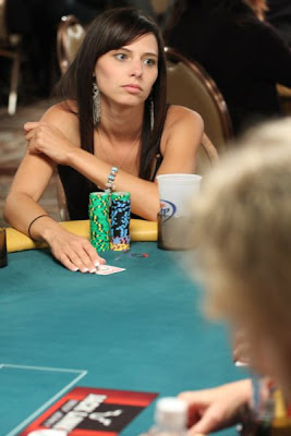 sexy poker women 640 20 [Gambar] Pemain Poker Wanita Yang Cantik Dan Seksi