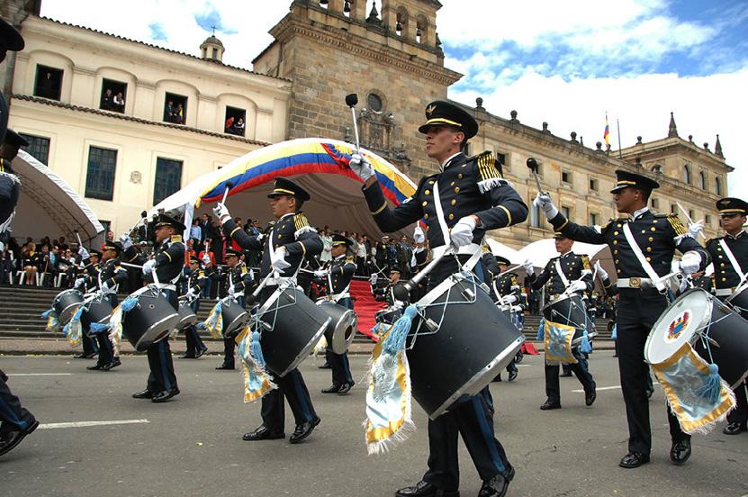 Armée Colombienne / Military Forces of Colombia / Fuerzas Militares de Colombia - Page 3 DESFILE+DIA+DE+LA+INDEPENDENCIA+COLOMBIA+EJERCITO+POLICIA+FUERZA+AEREA+ARMADA+8