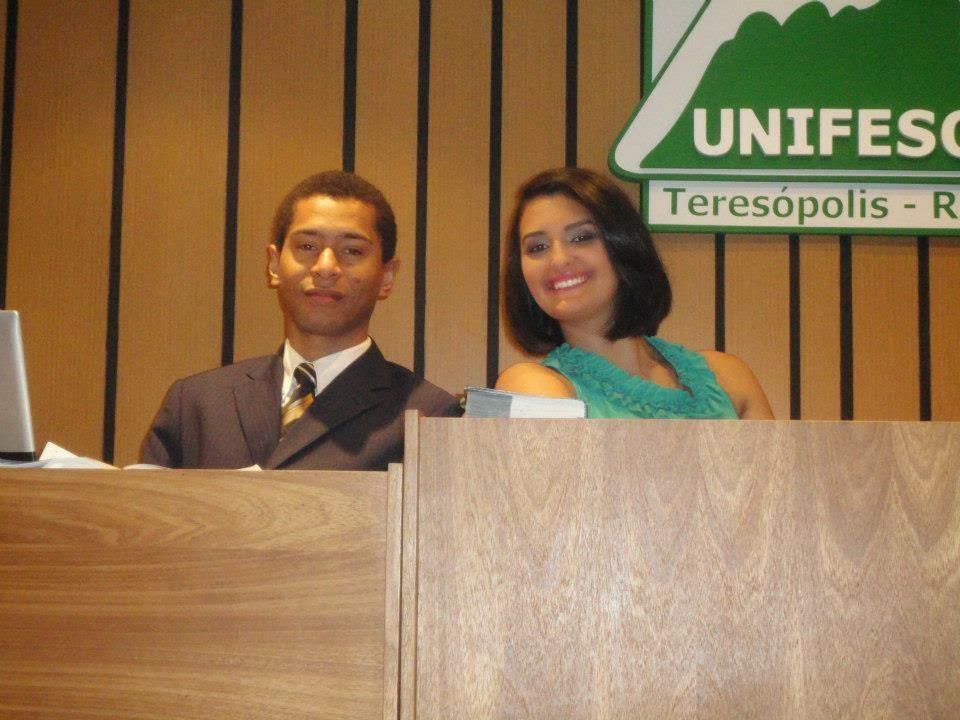 Josimar Domingues e Pryscila Castro, ambos aprovados no exame da OAB, em Júri Simulado realizado no UNIFESO