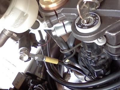 GSX-R1000・K2のブレーキホース取り付け