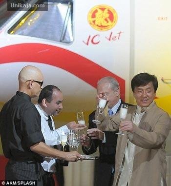 pesawat jet pribadi legacy 650 milik Jackie Chan
