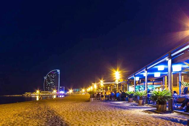 Dicas de Barcelona - Praia de Barcelonet a noite