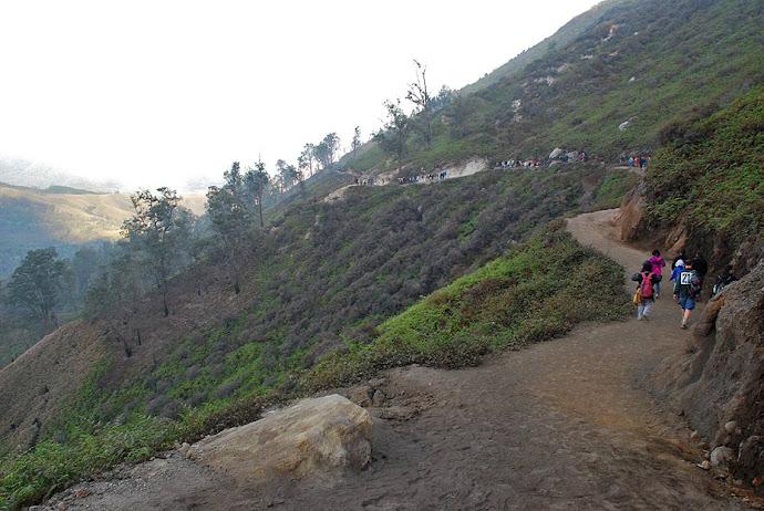 Camino de descenso del volcán