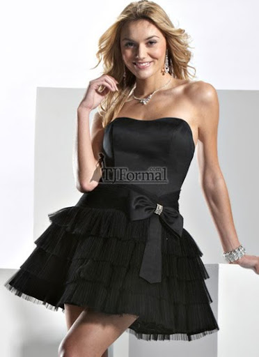 къса черна бална рокля с кренолин