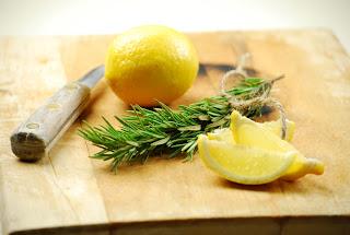 http://2.bp.blogspot.com/-XrxC1jN5jg0/T9lvqfbjx_I/AAAAAAAAClo/0A4k-RnexeU/s640/lemon_rosemary.jpg