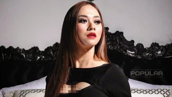 Foto Hot Dan Seksi Aura Kasih Di Majalah Pria Dewasa popular