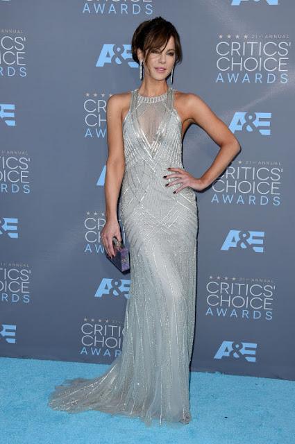 Top 5 das mais bem vestidas dos Critics' choice awards 2016 Kate Beckinsale num vestido de Monique Lhuillier