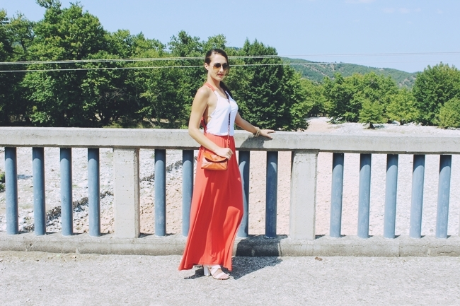 Outfit: Sunny Orange & Snowy White.Anel maxi φορέμα.Orange white maxi dress.White strappy sandals.Fullah Sugah τσαντα orange purse.Oriflame bracelet.Ray Ban Aviator sunglasses.Best summer looks.