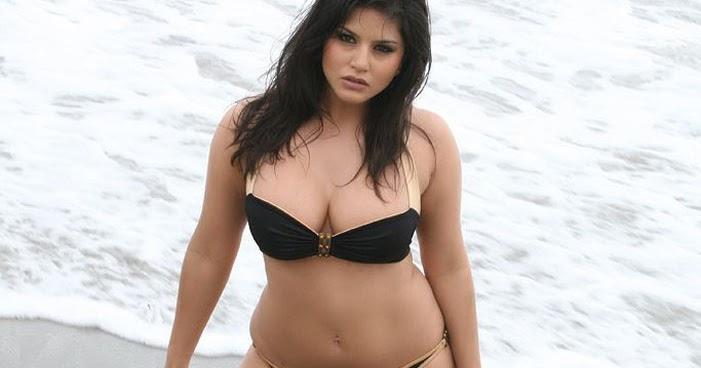 film actress india sunny leone in beach photos