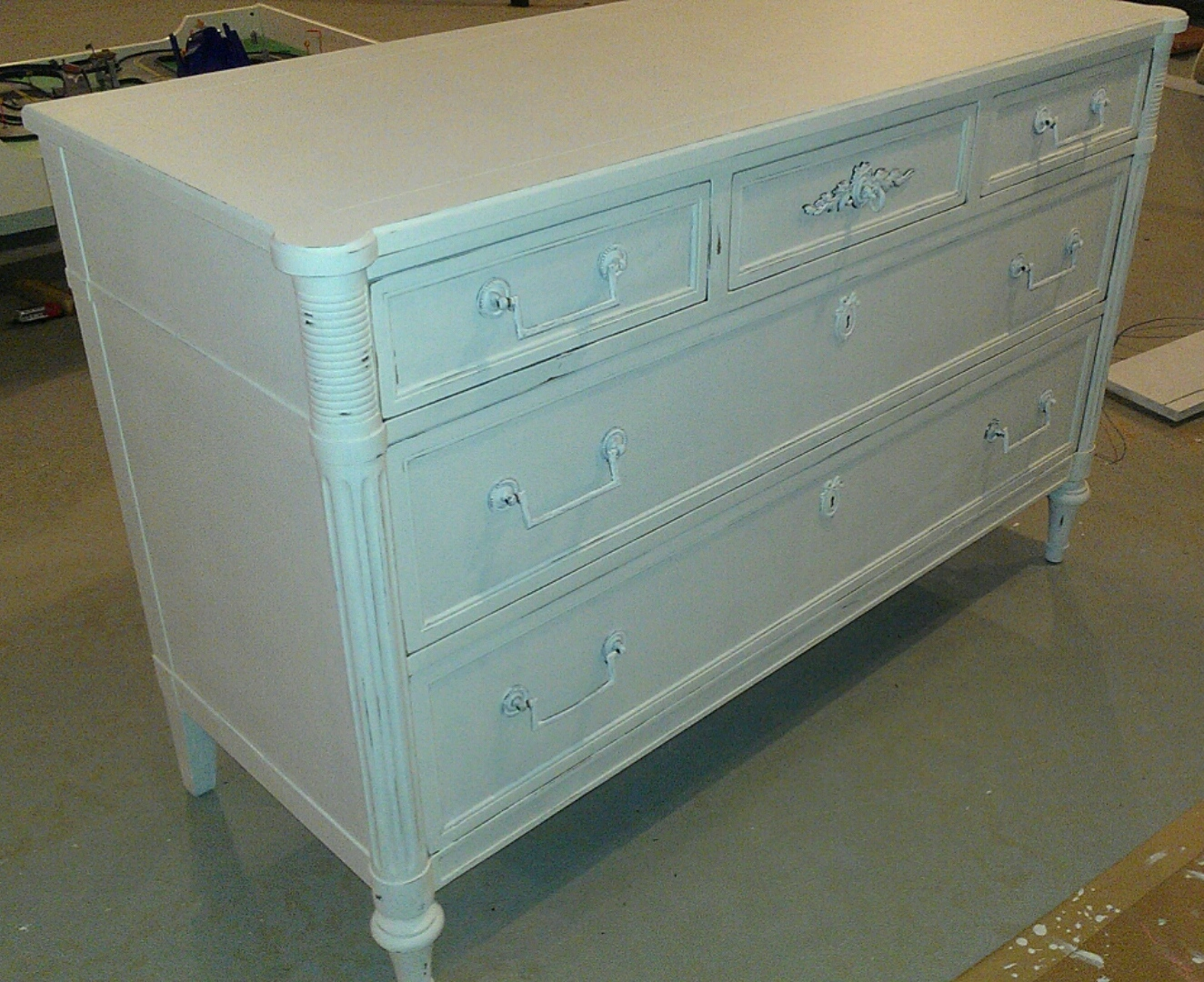 thrifty treasures white shabby chic dresser. Black Bedroom Furniture Sets. Home Design Ideas