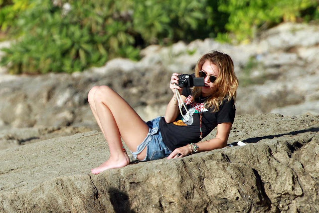 Miley Cyrus smoking in Hawaii with boyfriend Liam Hemsworth