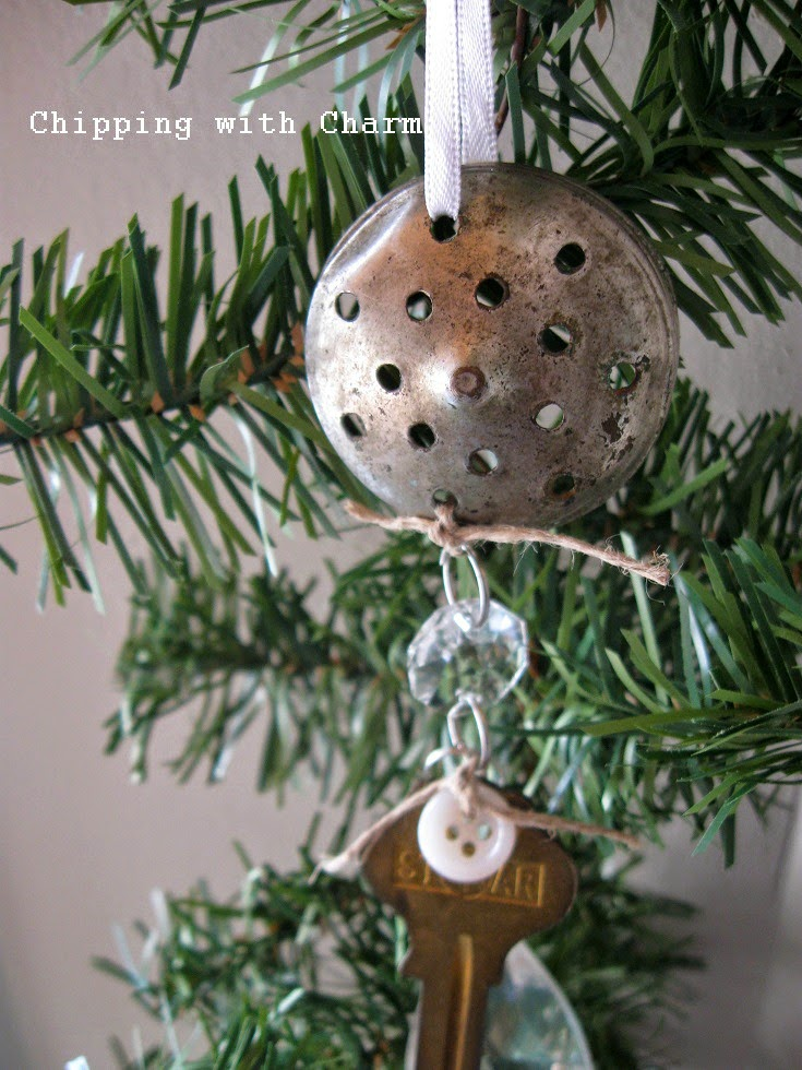 Chipping with Charm: Repurposed Salt Shaker Lid Ornament...http:// - Chipping With Charm: Repurposed Salt Lid