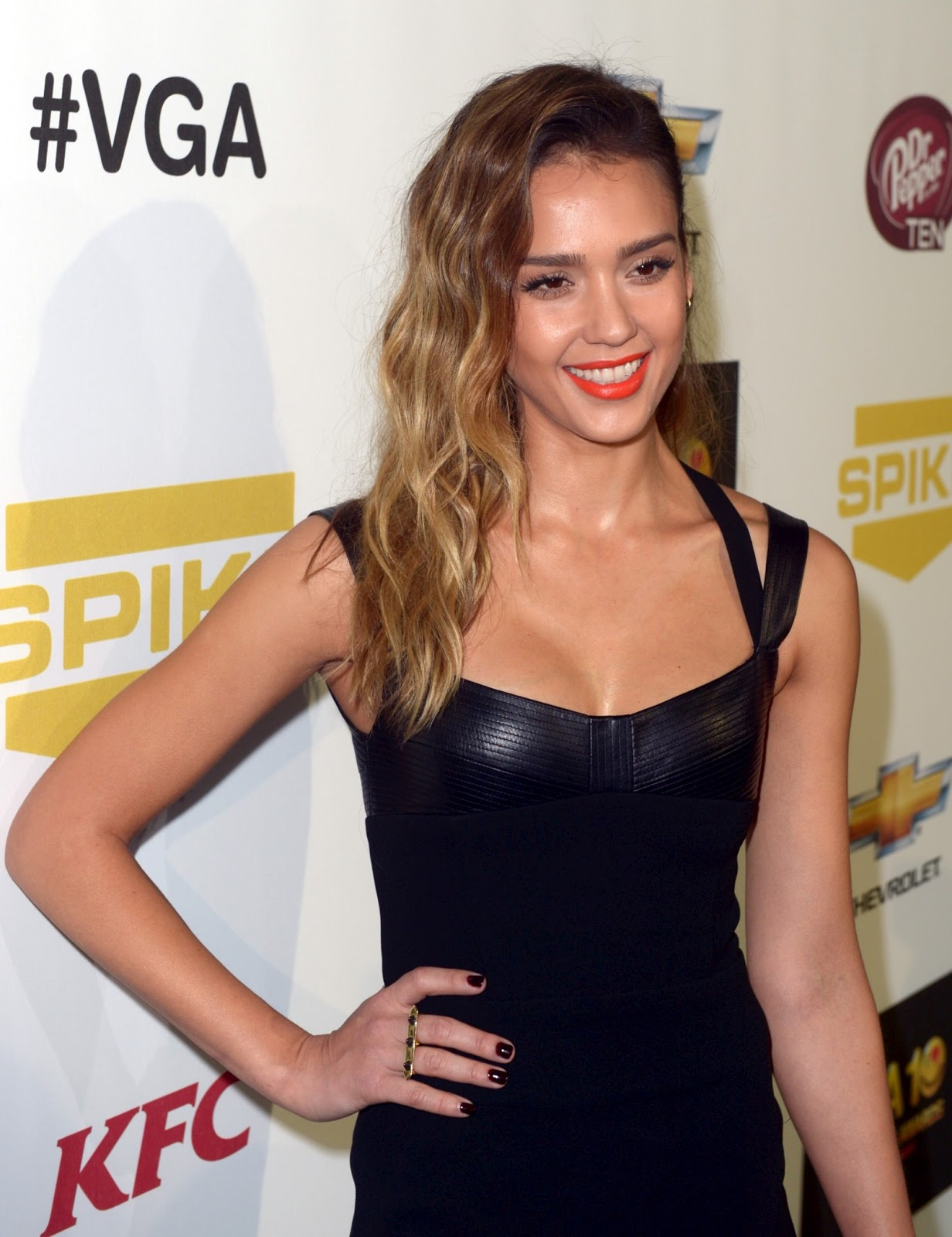 http://2.bp.blogspot.com/-XtYtCpHDXDU/UMRLaBqru4I/AAAAAAABNq0/yODtG_xkwfU/s1600/Jessica-Alba-Spike-TV-10th-Annual-Video-Game-Awards+%281%29.jpg