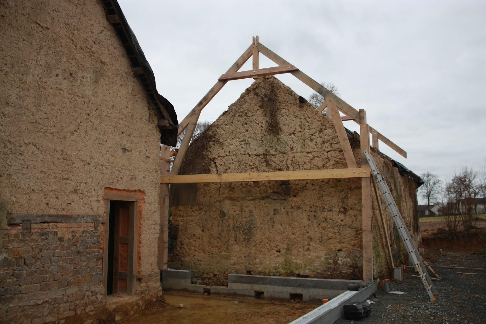 R novation maison en terre bauge charpente for Association renovation maison