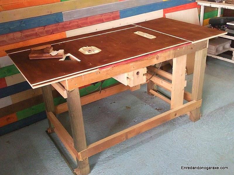 Mesa combinada de carpintería con tinte color nogal. www.enredandonogaraxe.com