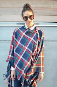 plaid on plaid, plaid cape, plaid for fall, plaid style, capes for fall, uniqlo cape, chic plaid style, chic cape style, how to style a cape and still look good