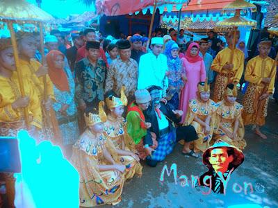 Vidio UWA LENGSER dalam acara mapag pengantin Sunda di Pagaden Barat