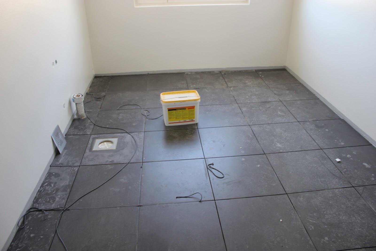 Projektina kivitalo Ison lattialaatan haasteet