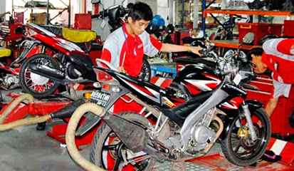 Menggunakan Komponen Spare Parts Aftermarket di Bengkel Resmi