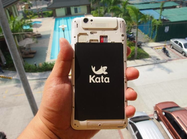 Kata Digital M1, Unboxing, Preview And Initial Impression Battery, Micro SD and SIM Slots
