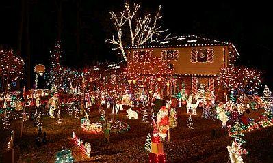 C mo decorar el jard n en navidad parte 1 for Adornos de navidad para jardin