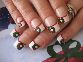 Christmas Wreath French Tips
