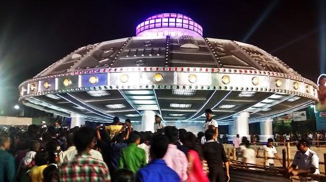 कोलकाता : दुर्गा पूजा पंडाल की कुछ झलकियां