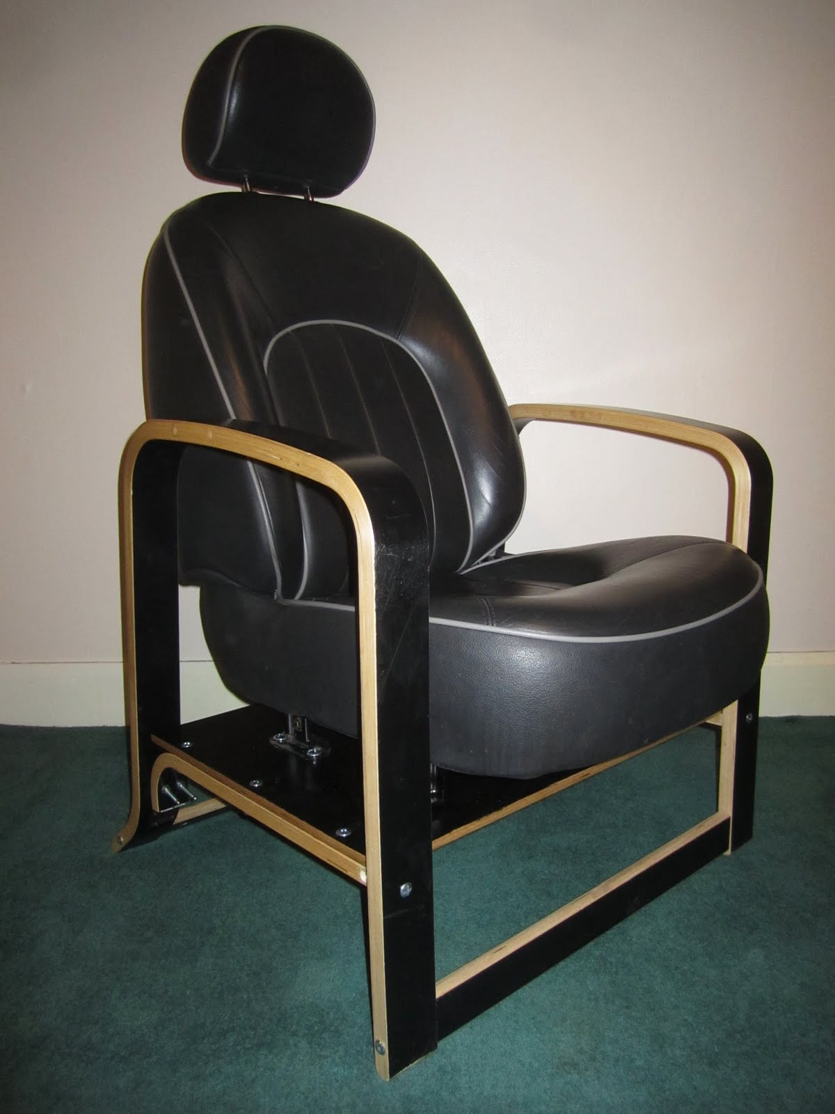 Ikea Schreibtisch Weiß Hochglanz ~   leather Rover car seat and an Ikea Poang chair frame for the legs and