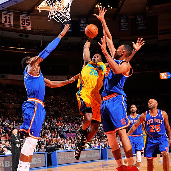 Quincy Pondexter slices through the lane for the monster dunk on Amare