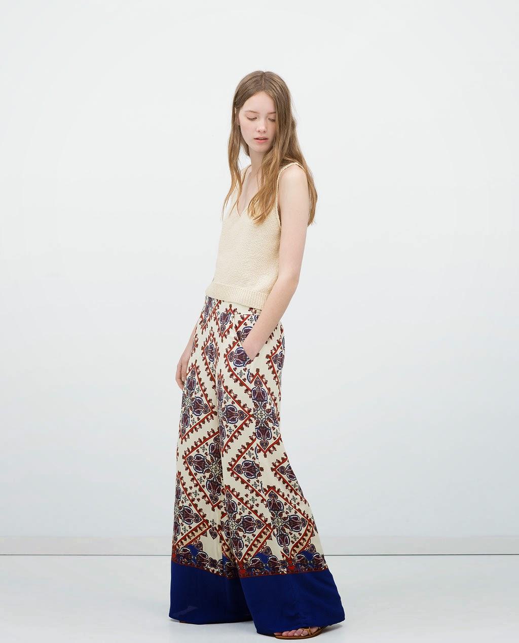 Zara - Calças fluidas estampadas, top de alças e sandálias planas