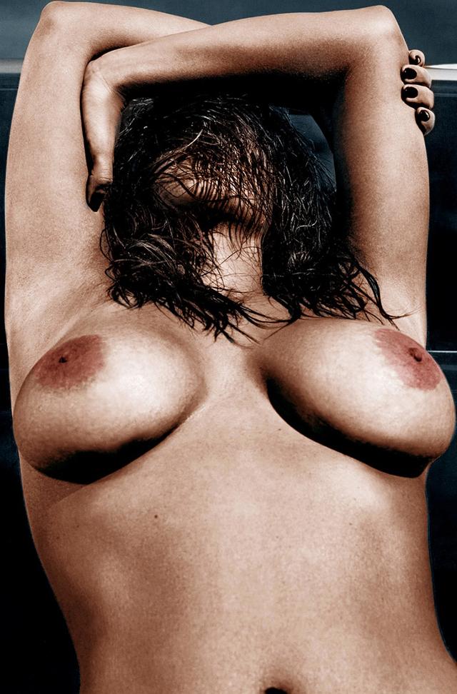 Kim Kardashian, Kate Moss, Emilia Clarke, Lil Kim, Selena Gómez, Pamela Anderson, Miley Cyrus  Avril Lavigne, Courtney Stodden, Julianne Moore, Tila Tequila, Whitney Cummings