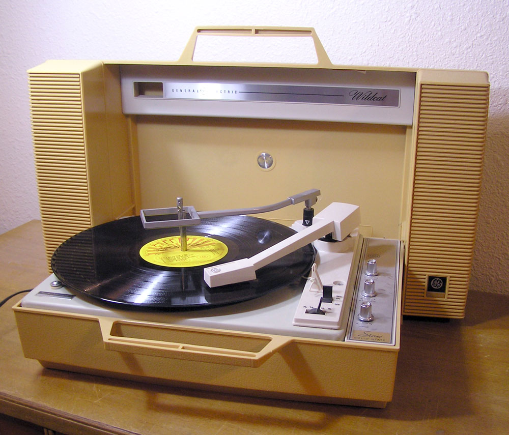 Vintage Phonographs And Radios besides 152351151537 besides Bluetooth Retro Vintage Classic Style Turntable Vinyl Record Player With Vinyl To MP3 Recording in addition Magnavox Micromatic Am Fm Stereo 1809157647 in addition FirstStepsInRestoration. on antique rca radio knobs
