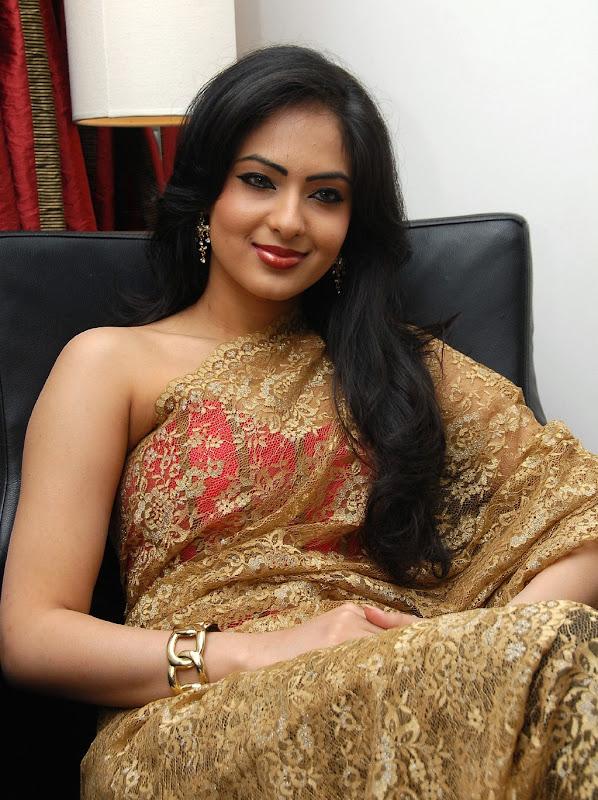 High Quality Bollywood Celebrity Pictures: Kriti Kharbanda