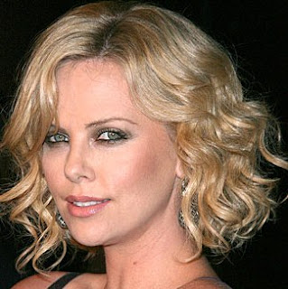 looks de charlize theron