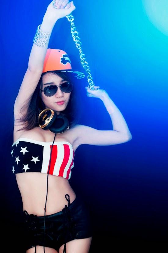 Hình ảnh bốc lửa của hot girl DJ