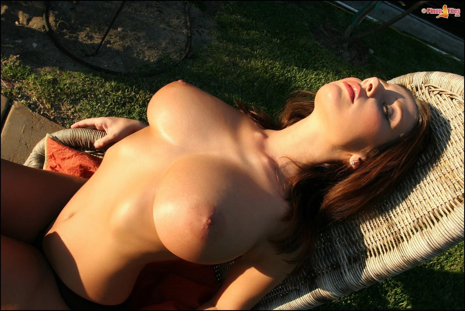 Эротика мужчина целует женскую грудь онлайн бесплатно без регистрации 17 фотография