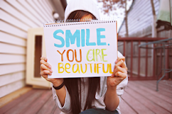 senyum itu indah