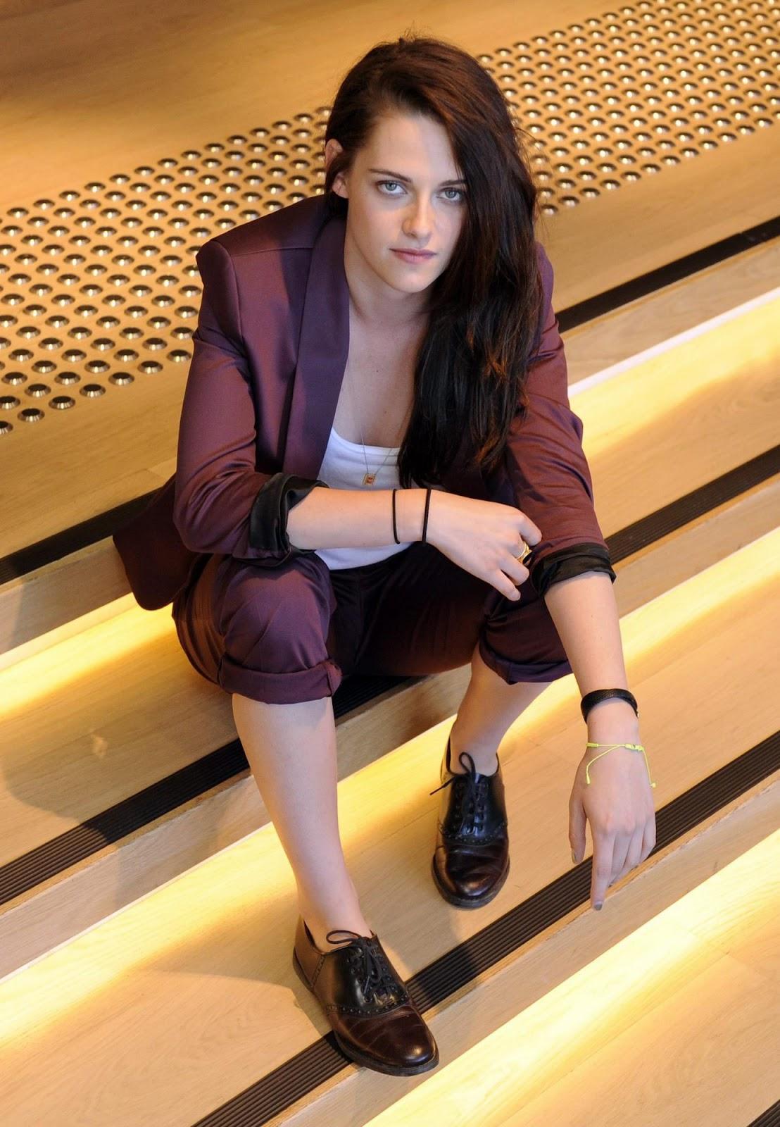http://2.bp.blogspot.com/-XvgxRems7TA/T-G8FC6s-DI/AAAAAAAAvBs/G0urdhwa9fI/s1600/Kristen_Stewart-Snow_White_the_Huntsman-Sydney-6-19-12.jpg
