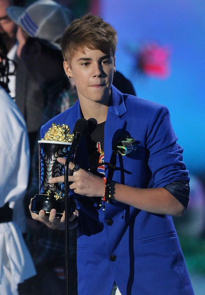 Gedrux justin bieber earrings at the mtv movie awards 2011