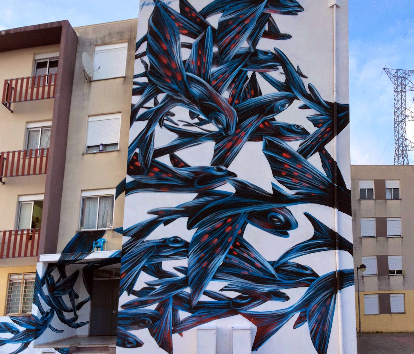 Pantonio recently stopped by the city of Loures in Portugal where he had the opportunity to work on a new piece within the popular neighberhood of Quinta do Mocho.