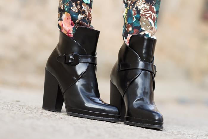Botines de charol y hebillas negros de tacón grueso y alto de Zara Bloggers Moda y tendencia withorwithoutshoes Adicta a los zapatos