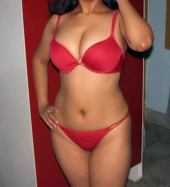 Hot Tamil Aunty Mulai Photos Wallpapers | FaceBook