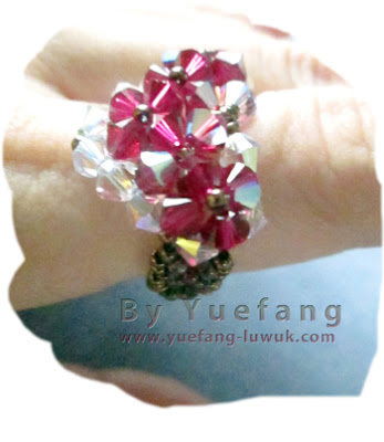 wearing-beaded-heart-ring-with-two-colors-inspired-by-beadifulnights