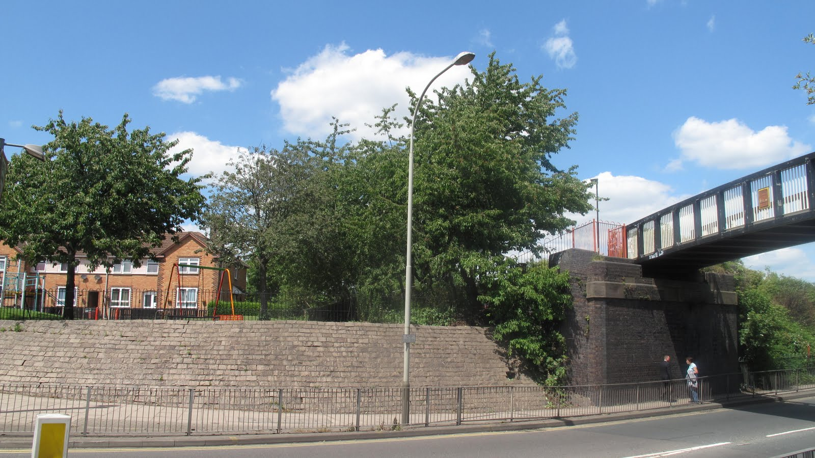 (The site of the old 'Stevo Bonny', now a toddlers' playground, with Fosse Road North bridge on the right in its modern guise as a thoroughfare for cyclists ...