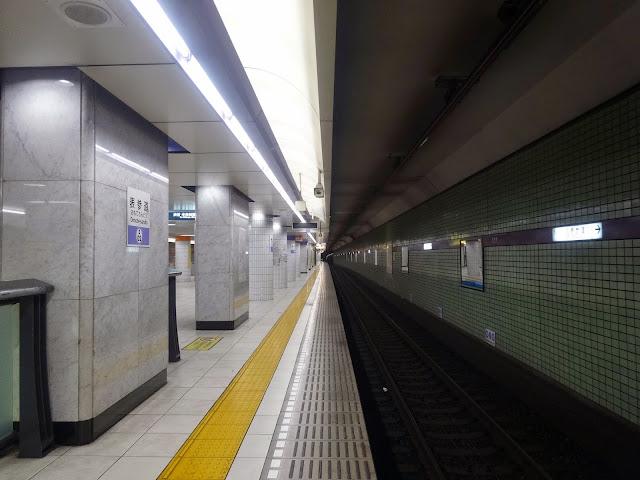 地下鉄ホーム,コントラスト,表参道駅〈著作権フリー無料画像〉Free Stock Photos