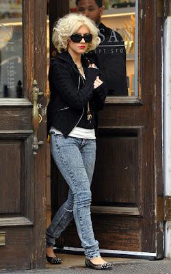 Christina Aguilera Short Curls - New Celebrity Cute Short Hairstyles
