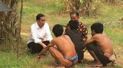 [News] Temui Suku Anak Dalam Jambi, Jokowi Tawarkan Rumah Tinggal